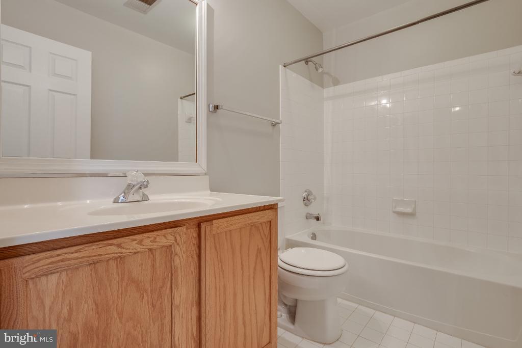 Master Bathroom - 43059 CANDLEWICK SQ, LEESBURG