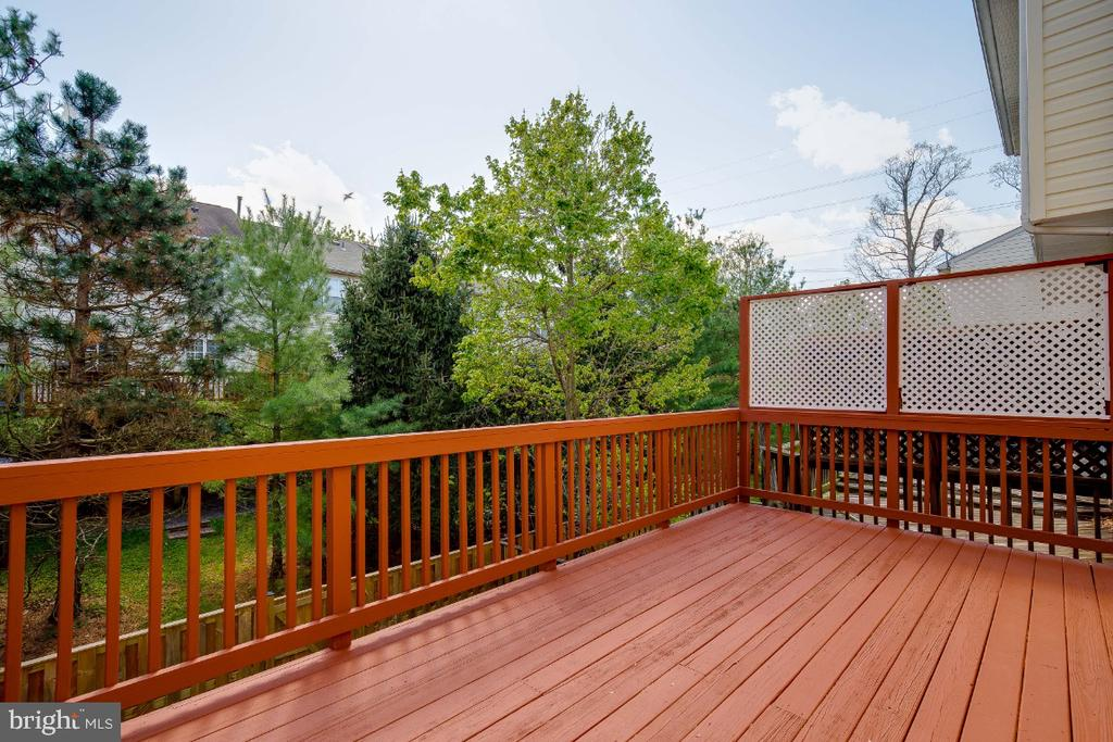 Large Deck off the Kitchen - 43059 CANDLEWICK SQ, LEESBURG