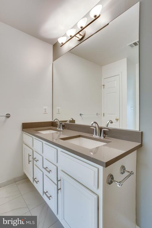 Updated upstairs bathroom, two sinks for sharing! - 19862 LA BETE CT, ASHBURN