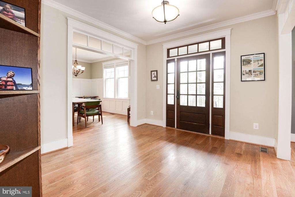 Foyer - 2326 N VERNON ST, ARLINGTON