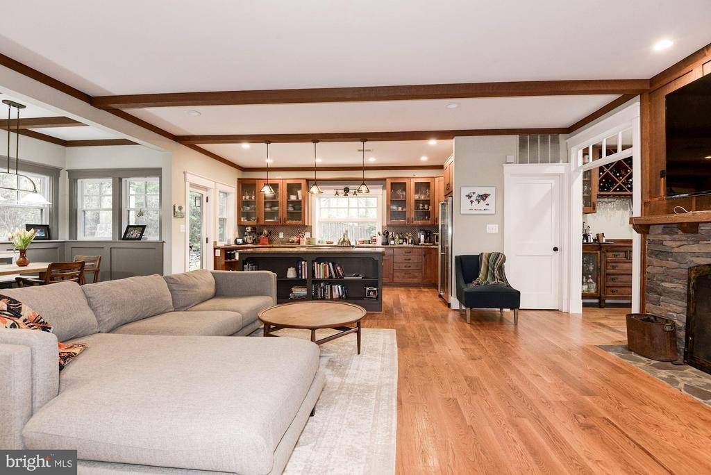 Family Room - 2326 N VERNON ST, ARLINGTON