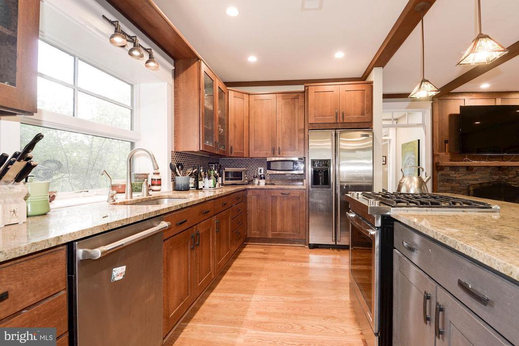 Kitchen - 2326 N VERNON ST, ARLINGTON
