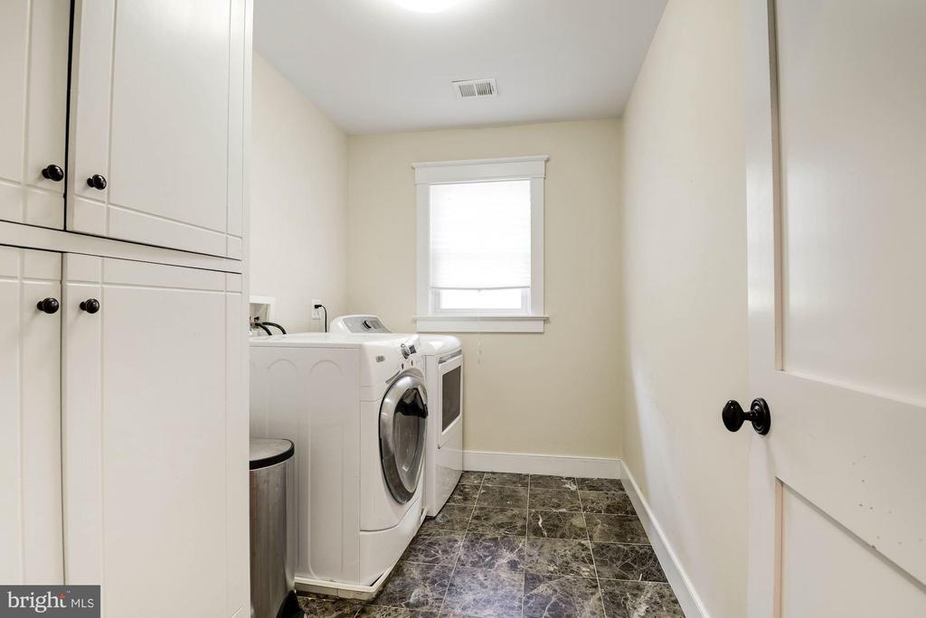Laundry - 2326 N VERNON ST, ARLINGTON