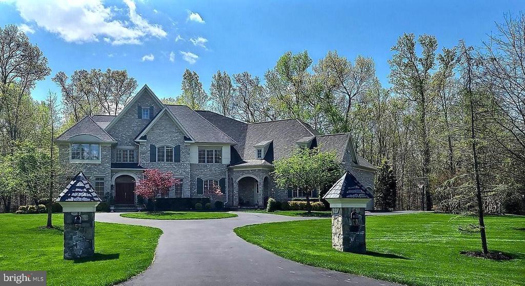 Gorgeous estate home - 40989 GRENATA PRESERVE PL, LEESBURG