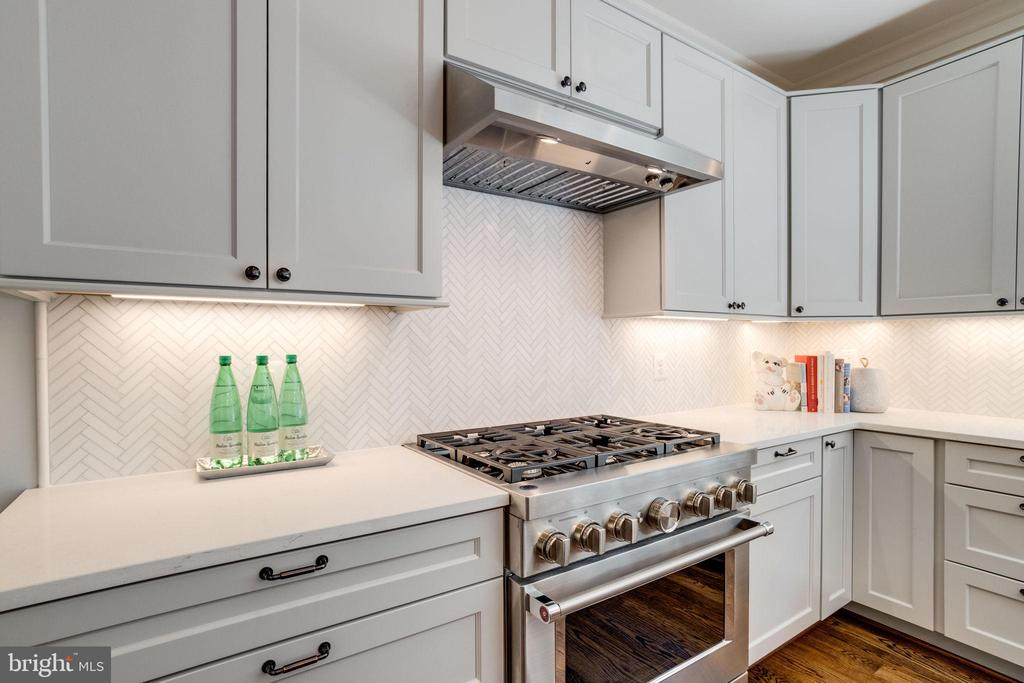 Kitchenaide Architect 6 Burner Stove/Oven - 4514 25TH RD N, ARLINGTON