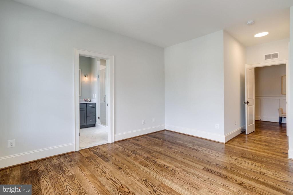 Fourth Bedroom with En-Suite Bath - 4514 25TH RD N, ARLINGTON