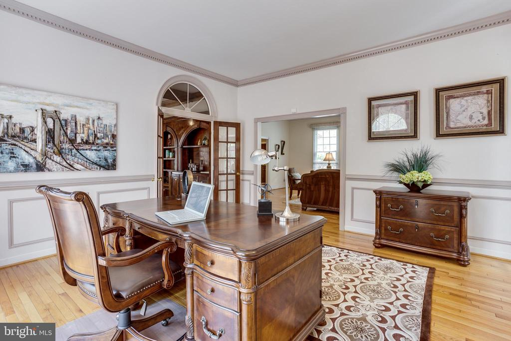 Spacious Office w/ Built Ins and Natural Light - 7780 KELLY ANN CT, FAIRFAX STATION