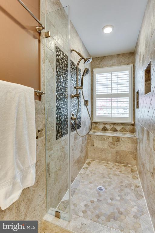 Gorgeous BA for BR 2 and 3 - 7780 KELLY ANN CT, FAIRFAX STATION
