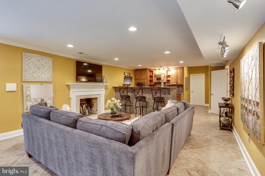 Second Living Space and Kitchen w/ Full Bar - 7780 KELLY ANN CT, FAIRFAX STATION