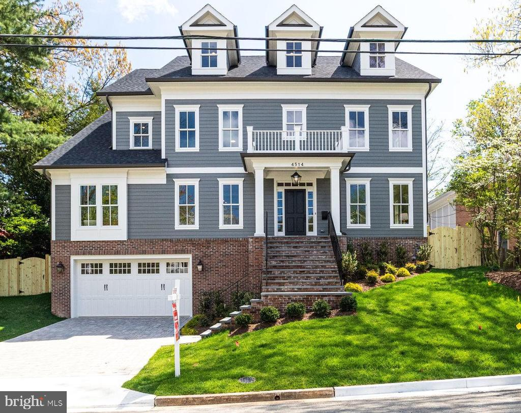 Stately New Colonial by Spring Street - 4514 25TH RD N, ARLINGTON