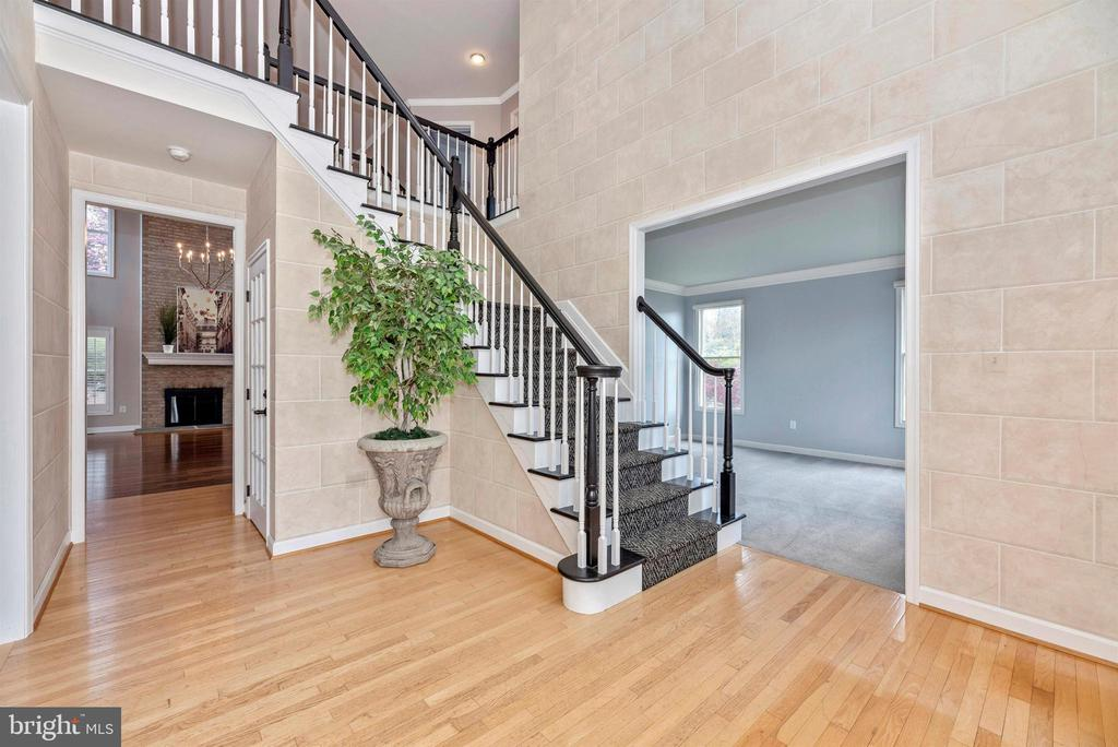 - 6301 IVERSON TER N, FREDERICK