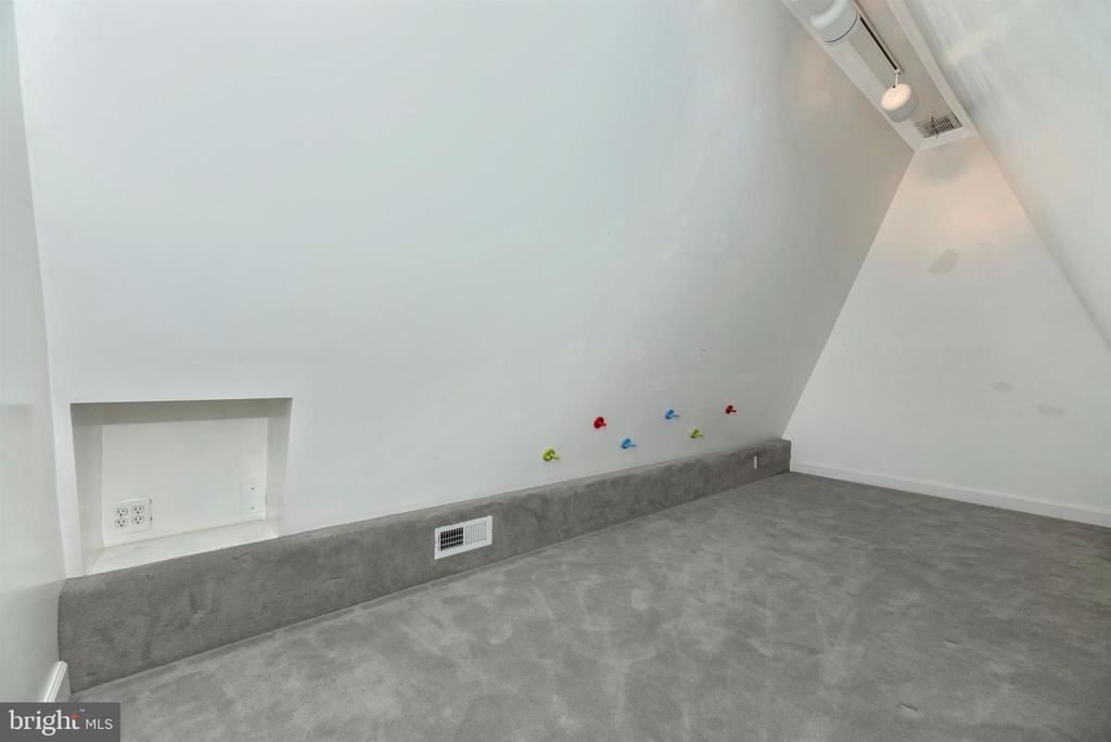 Bonus play room or TV room - 6301 IVERSON TER N, FREDERICK