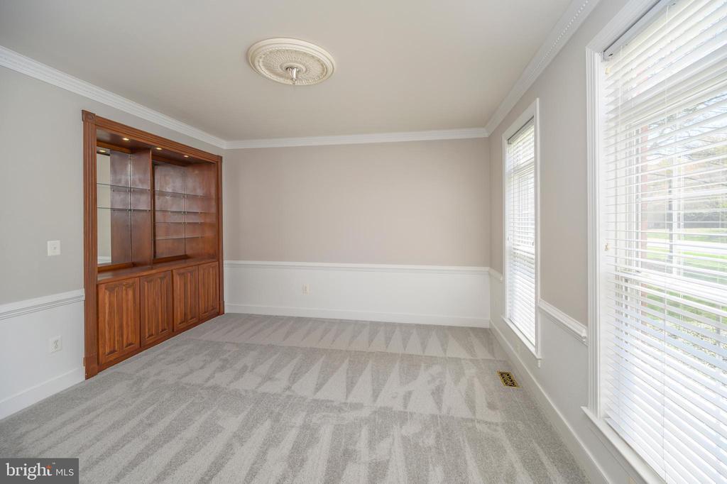 Formal living room with lighted built in shelves - 42 LIGHTFOOT DR, STAFFORD