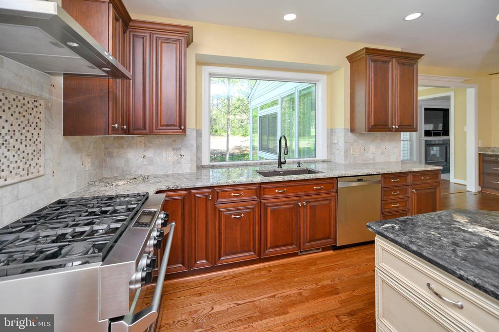 Kitchen/don't miss the pull out trash cans! - 42 LIGHTFOOT DR, STAFFORD