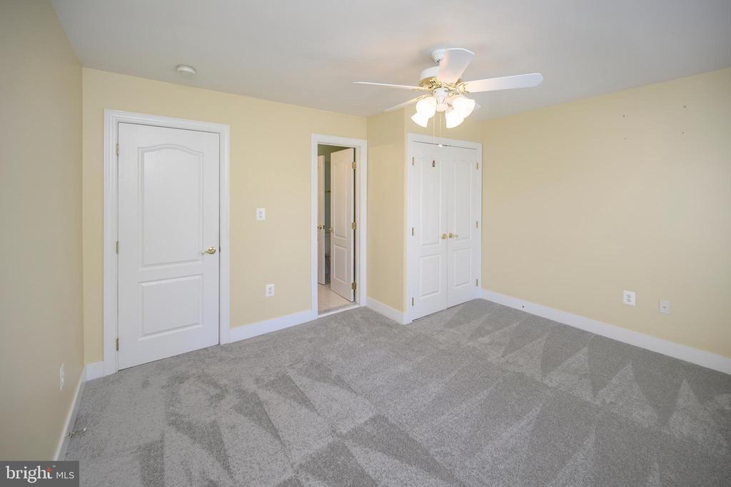 Bedroom one - 42 LIGHTFOOT DR, STAFFORD