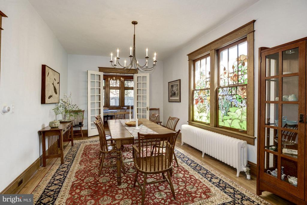 Spacious dining room w/custom chandelier - 3819 LIVINGSTON ST NW, WASHINGTON