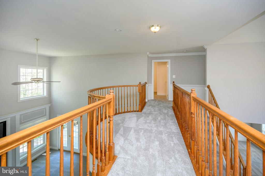 Cat walk/view of hallway upper level - 42 LIGHTFOOT DR, STAFFORD