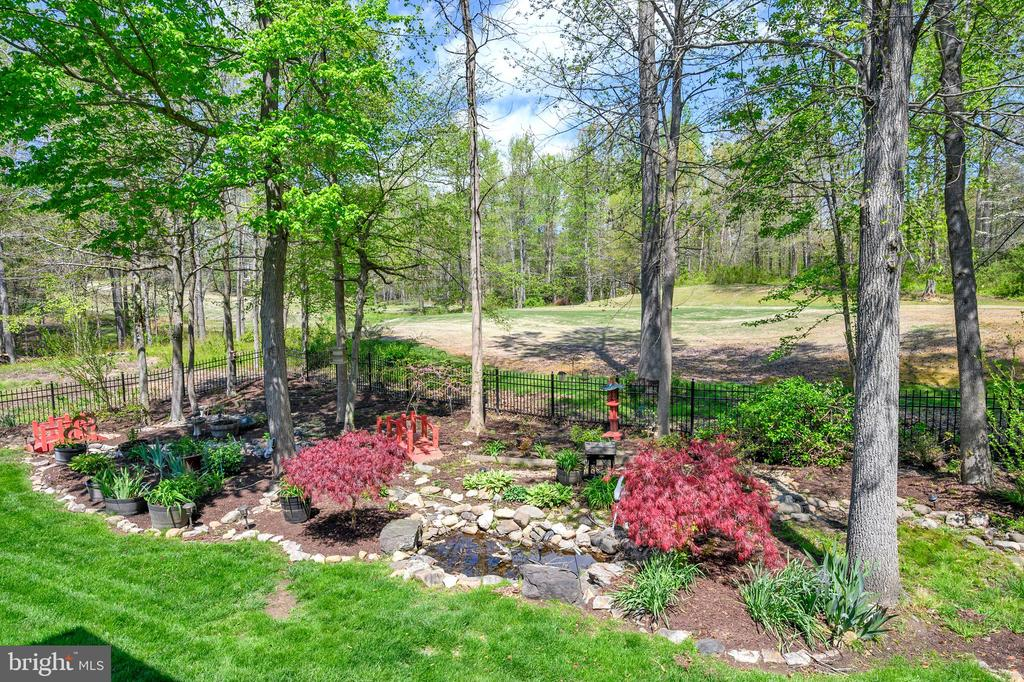 Such a pretty backyard/gold course view - 42 LIGHTFOOT DR, STAFFORD