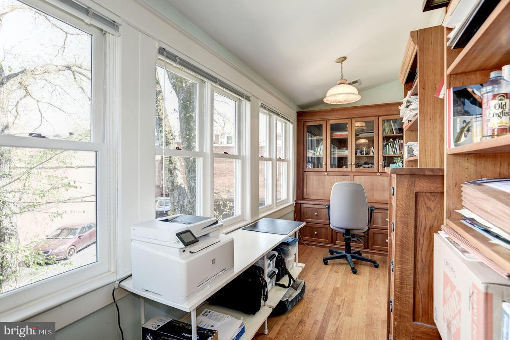 Another view of the office - 3819 LIVINGSTON ST NW, WASHINGTON