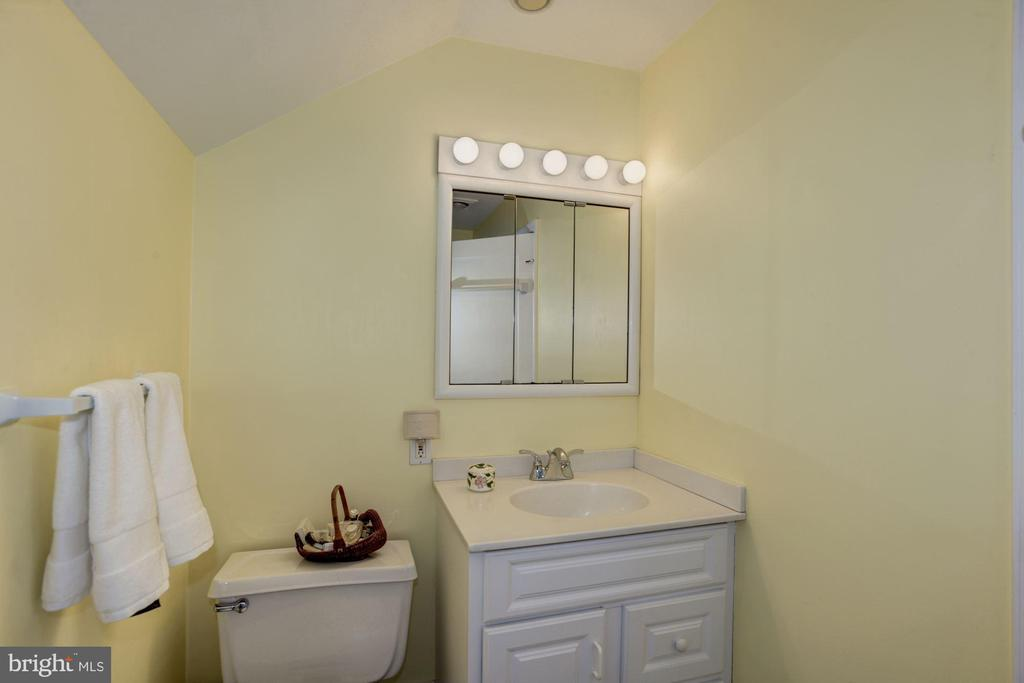 3rd floor bathroom with tub and shower - 3819 LIVINGSTON ST NW, WASHINGTON