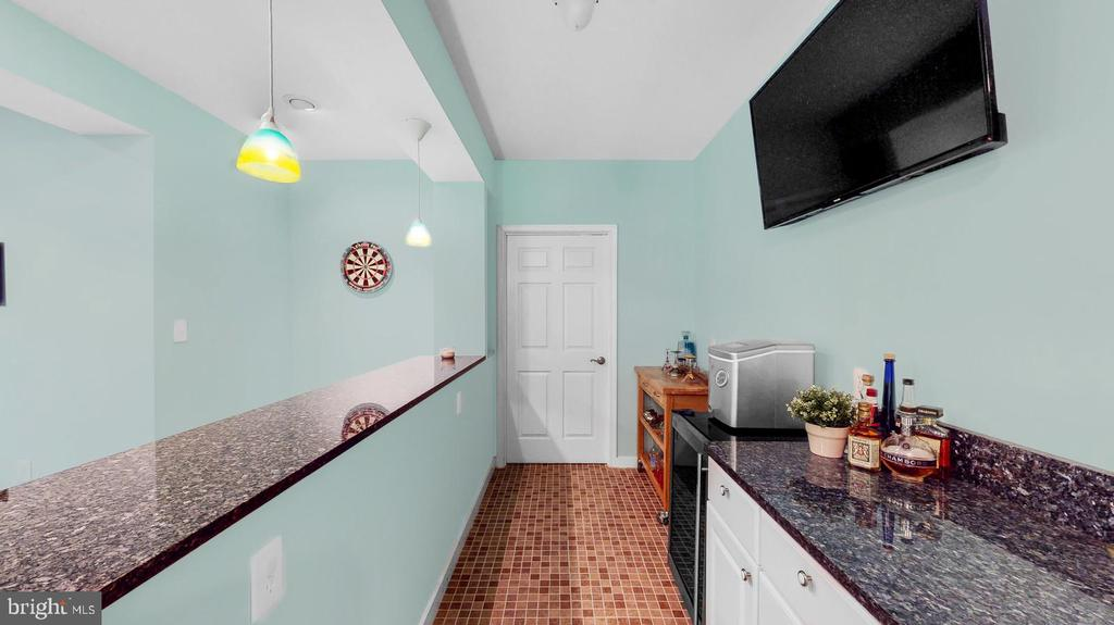 Wet bar with  granite counters - 31 CRAWFORD LN, STAFFORD