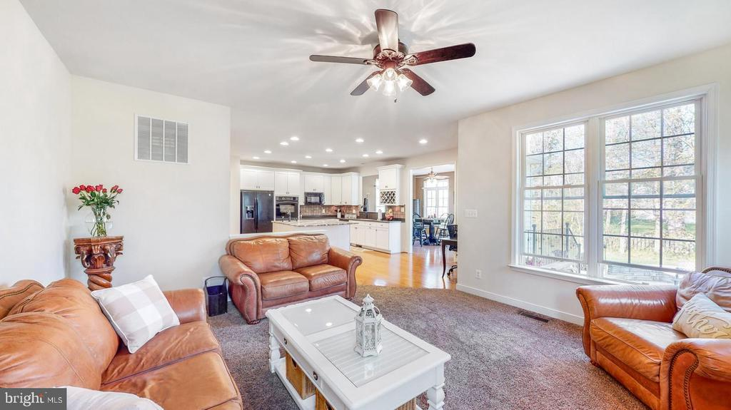 Family room with lots of windows - 31 CRAWFORD LN, STAFFORD