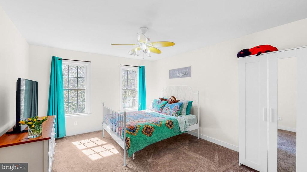 Bedroom with new carpet and ceiling fan - 31 CRAWFORD LN, STAFFORD