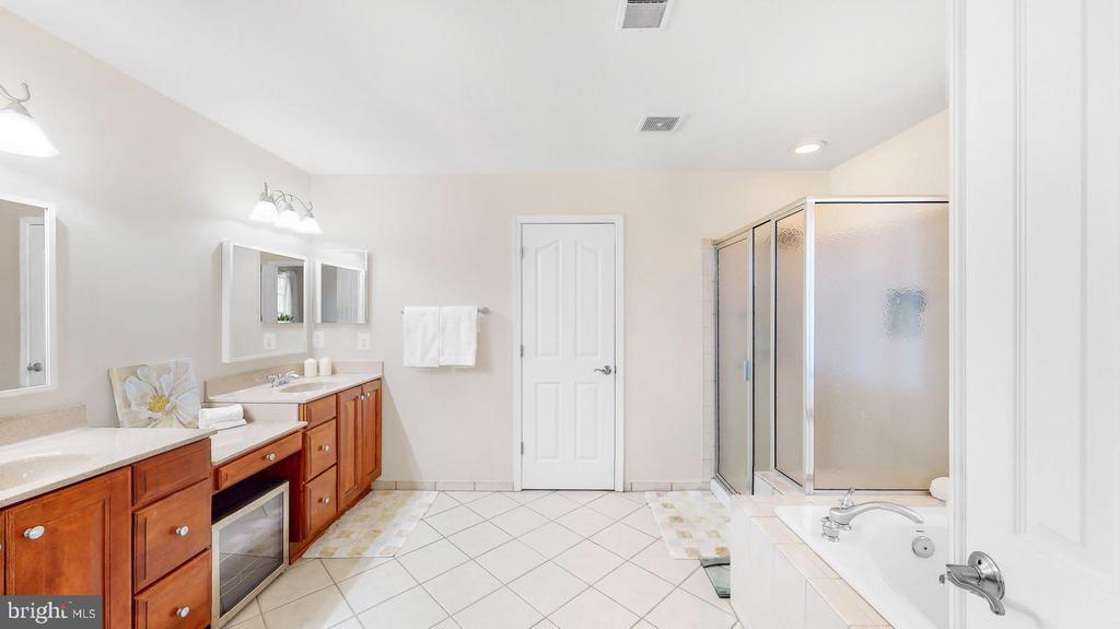 Master bath with dual sinks & spa shower - 31 CRAWFORD LN, STAFFORD