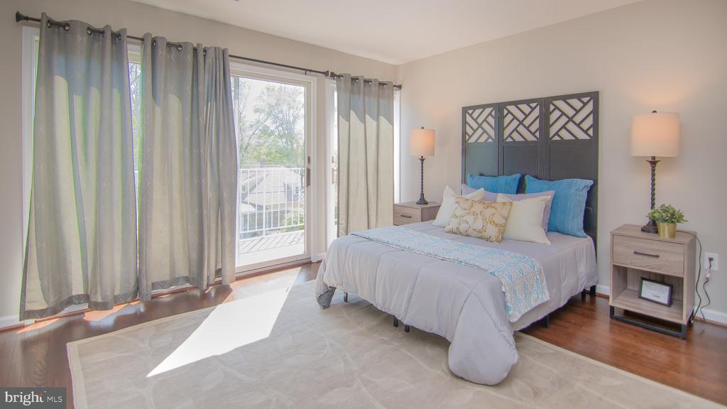 Abundant lighting Master bedroom - 3305 22ND ST N, ARLINGTON
