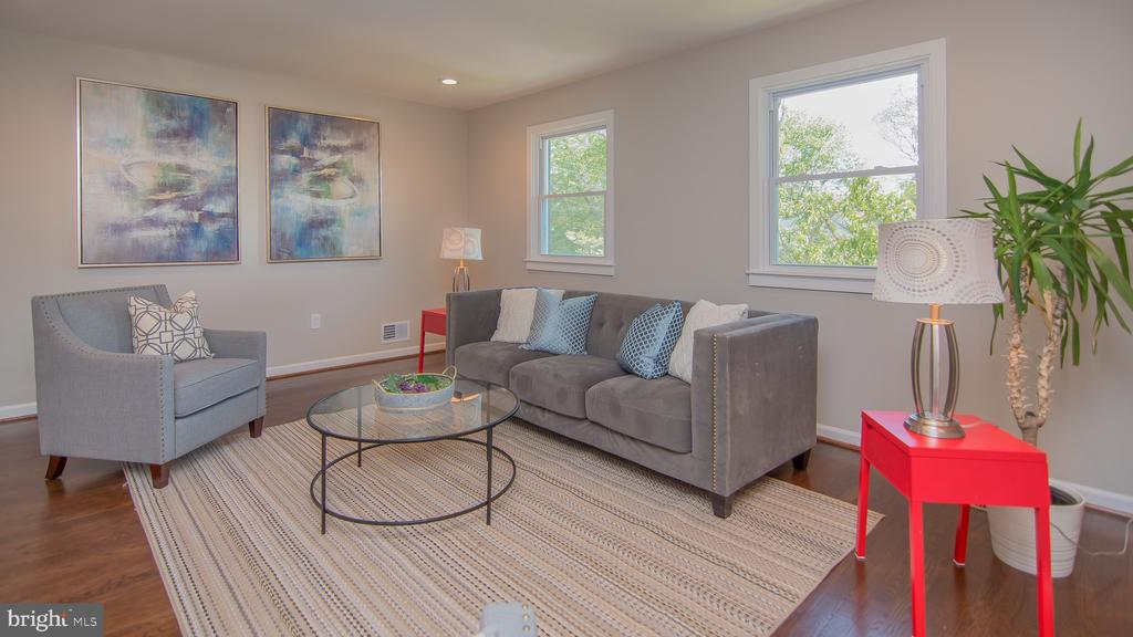 Living room - 3305 22ND ST N, ARLINGTON