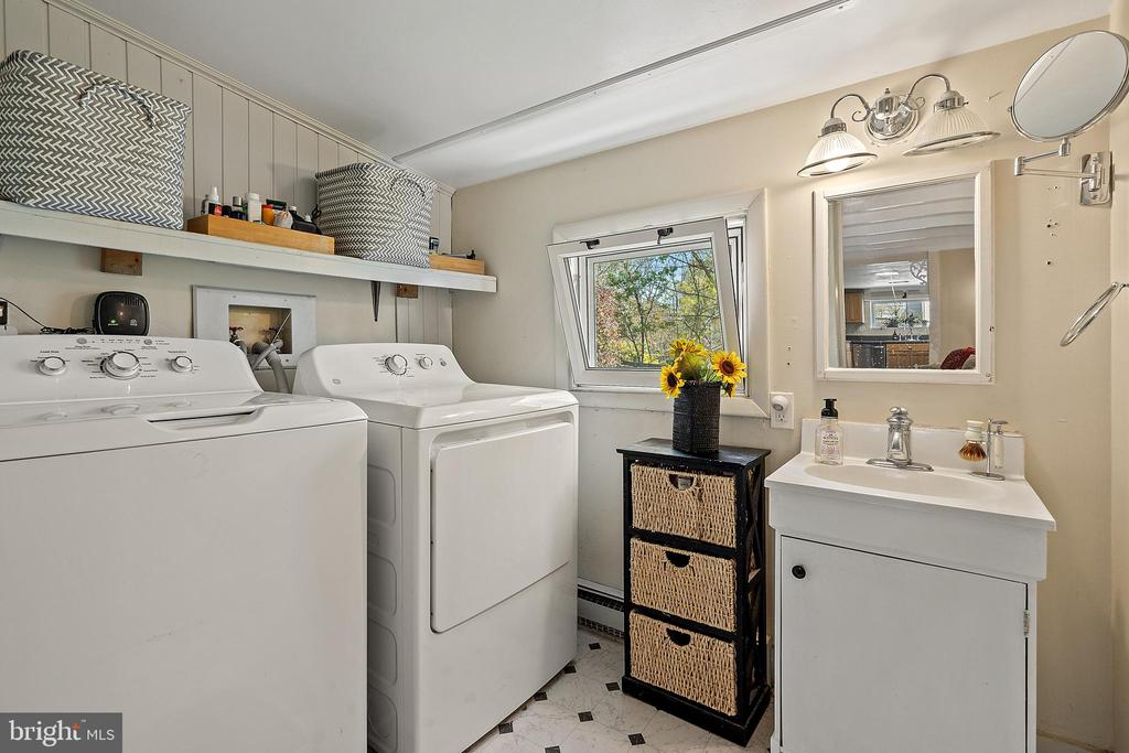 Full laundry on main great convenience. - 17350 DRY MILL RD, LEESBURG