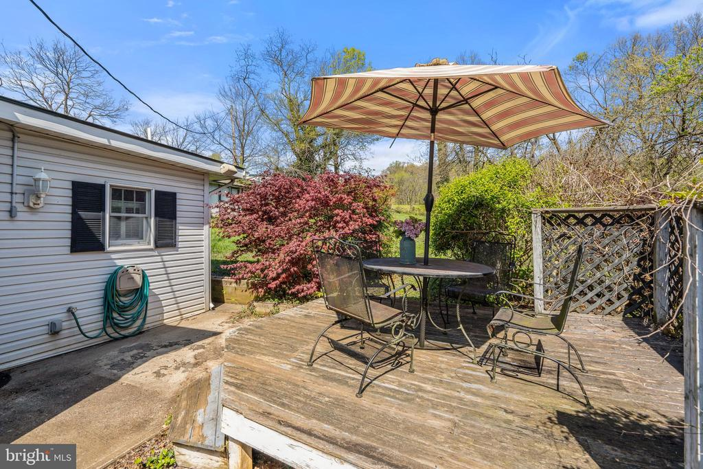 Patio/raised deck off kitchen for outdoor living. - 17350 DRY MILL RD, LEESBURG