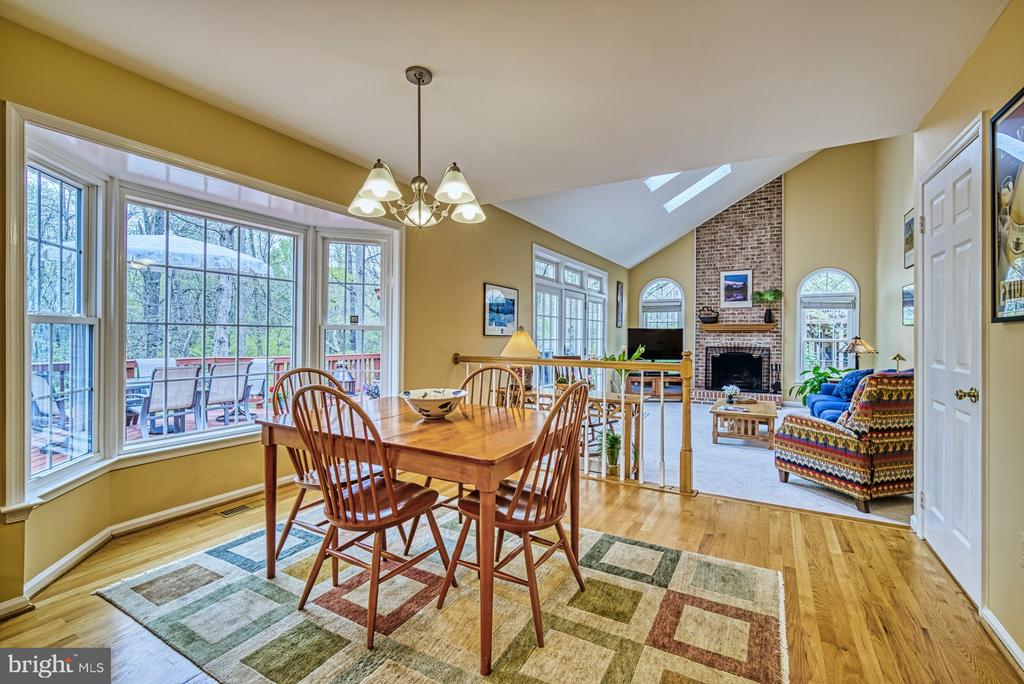 Enjoy breakfast with the birds - 12216 HEATHER WAY, HERNDON