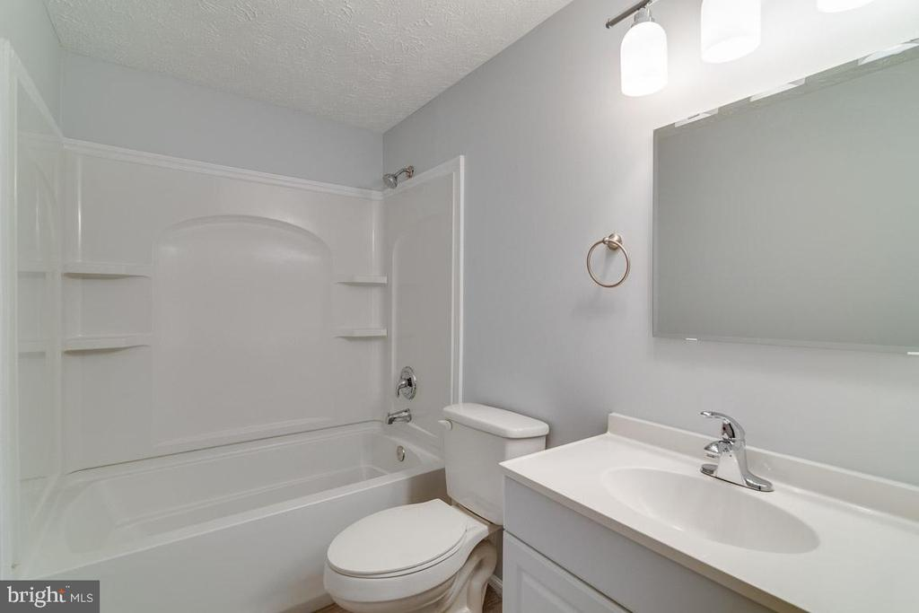 Full Bathroom - 4727 HEDRICK LN, WOODBRIDGE