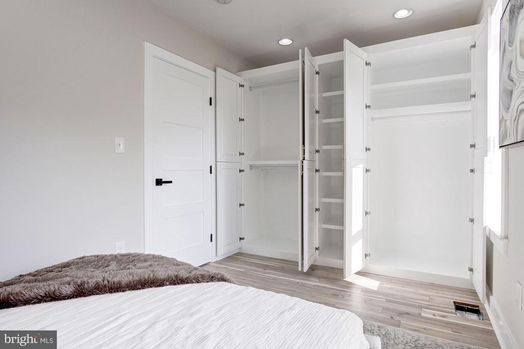 Custom Closets in Guest Room - 802 10TH ST NE #2, WASHINGTON