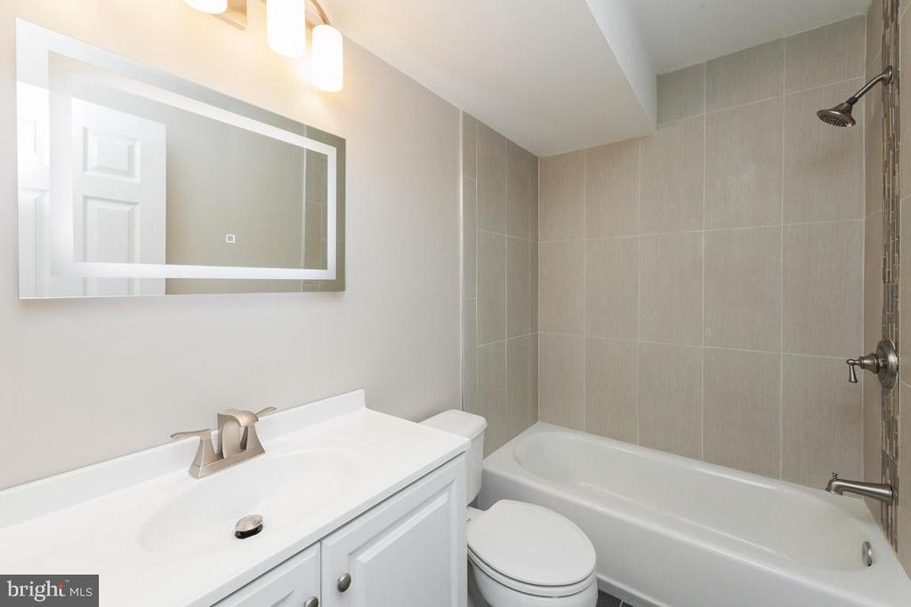 2nd Bath - 5408 GREEN GLEN LN, ALEXANDRIA