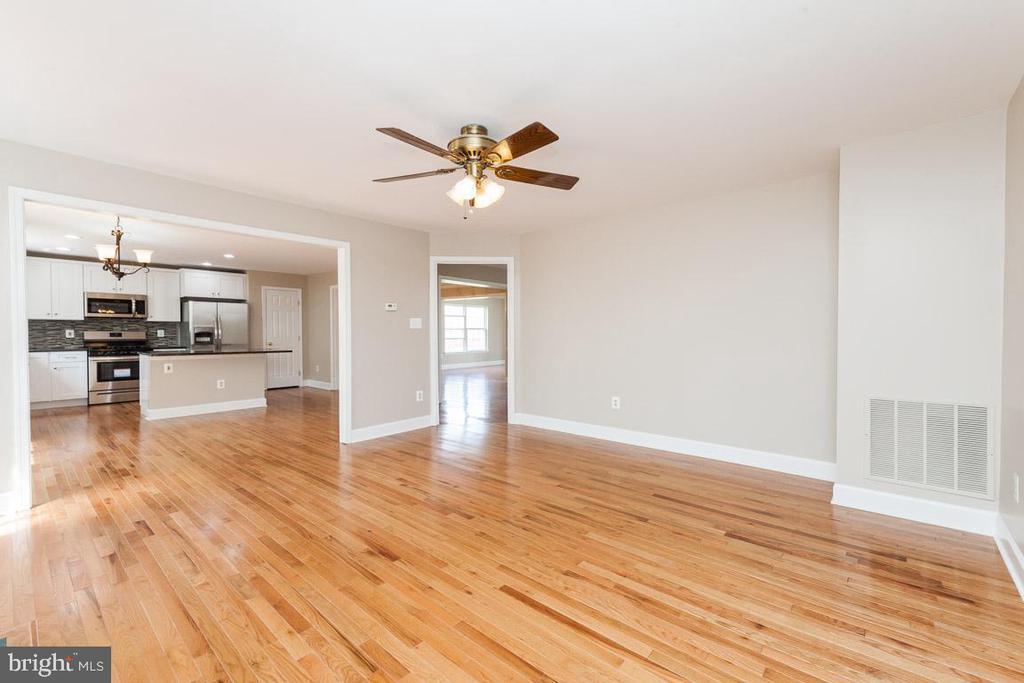 Family Room view - New hardoowd floor - 5408 GREEN GLEN LN, ALEXANDRIA