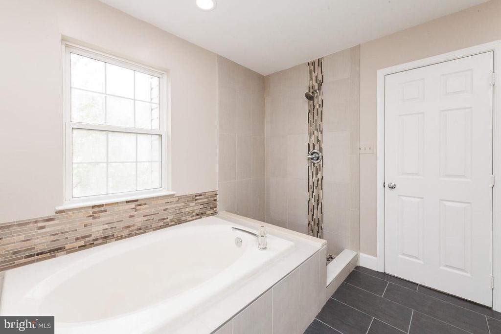 Master Bath - fully renovated - 5408 GREEN GLEN LN, ALEXANDRIA