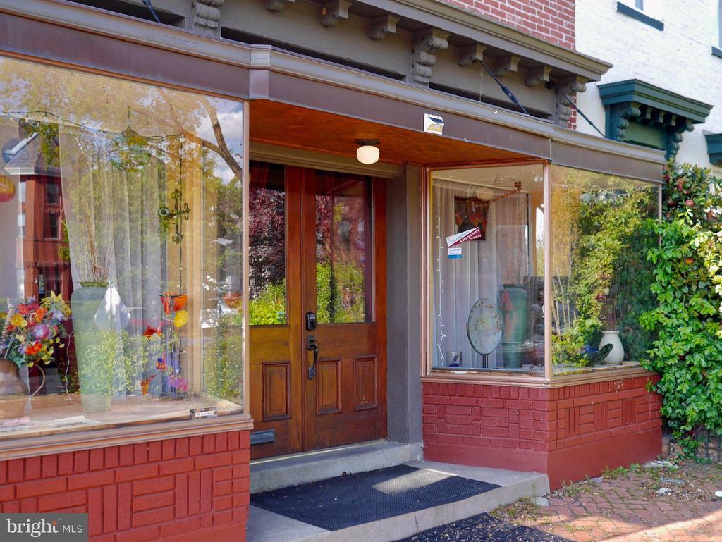 The double display windows, original storefront - 900 SOUTH CAROLINA AVE SE, WASHINGTON