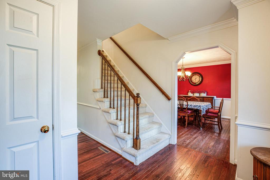 Entry Way - 10408 EDINBURGH DR, SPOTSYLVANIA