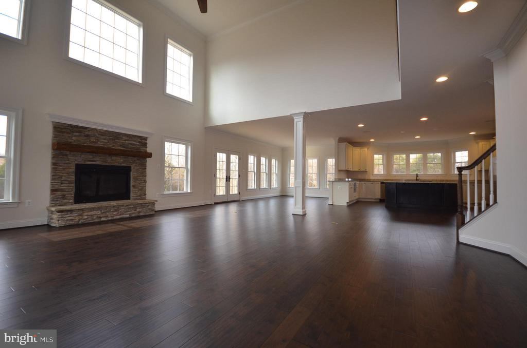 FAMILY ROOM OFF THE KITCHEN - 5903 COPPER MILL DR, FREDERICKSBURG