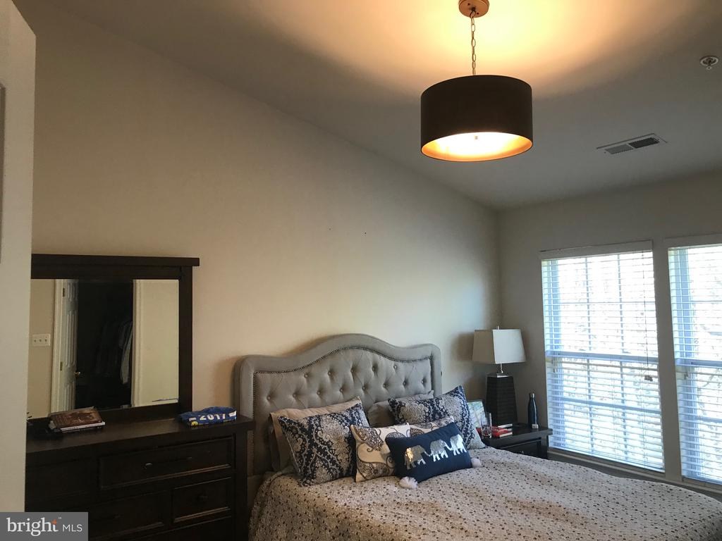 Vaulted ceiling - 7761 VALLEY OAK DR #208, ELKRIDGE
