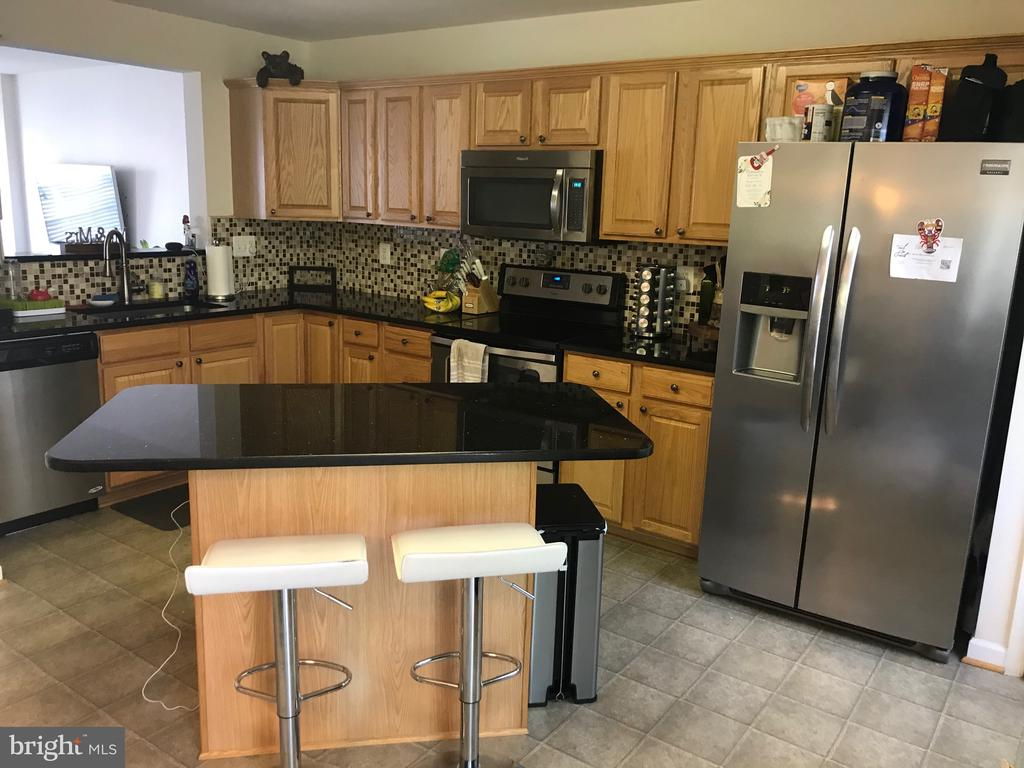 Kitchen with Granite counters  and breakfast bar - 7761 VALLEY OAK DR #208, ELKRIDGE