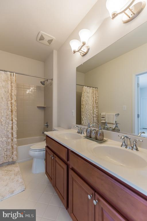 Jack and Jill Bathroom for Bedroom 3 & 4 - 11504 PEGASUS CT, UPPER MARLBORO