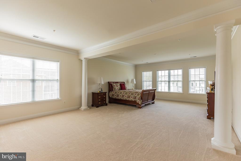 Master Bedroom Suite with Sitting Room - 11504 PEGASUS CT, UPPER MARLBORO