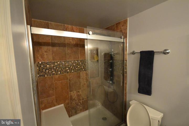 Master Bath - 16007 FAIRWAY DR, DUMFRIES