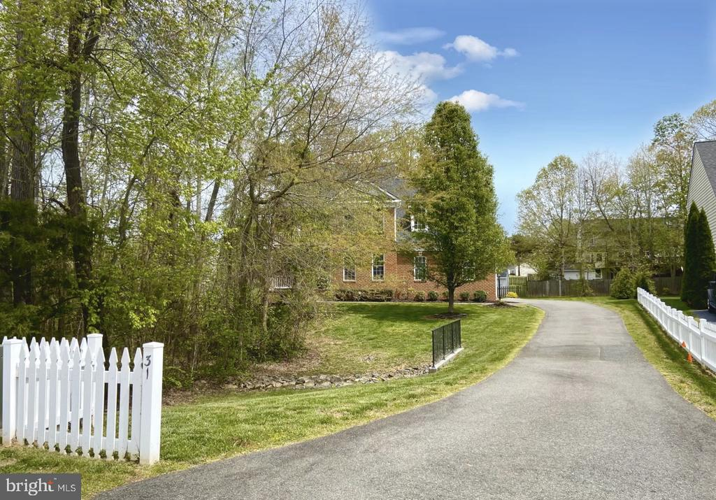 Live your dream behind a white picket fence - 31 CRAWFORD LN, STAFFORD