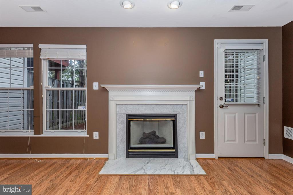 Basement Marble Fireplace - 13107 ALPINE DR #104, GERMANTOWN