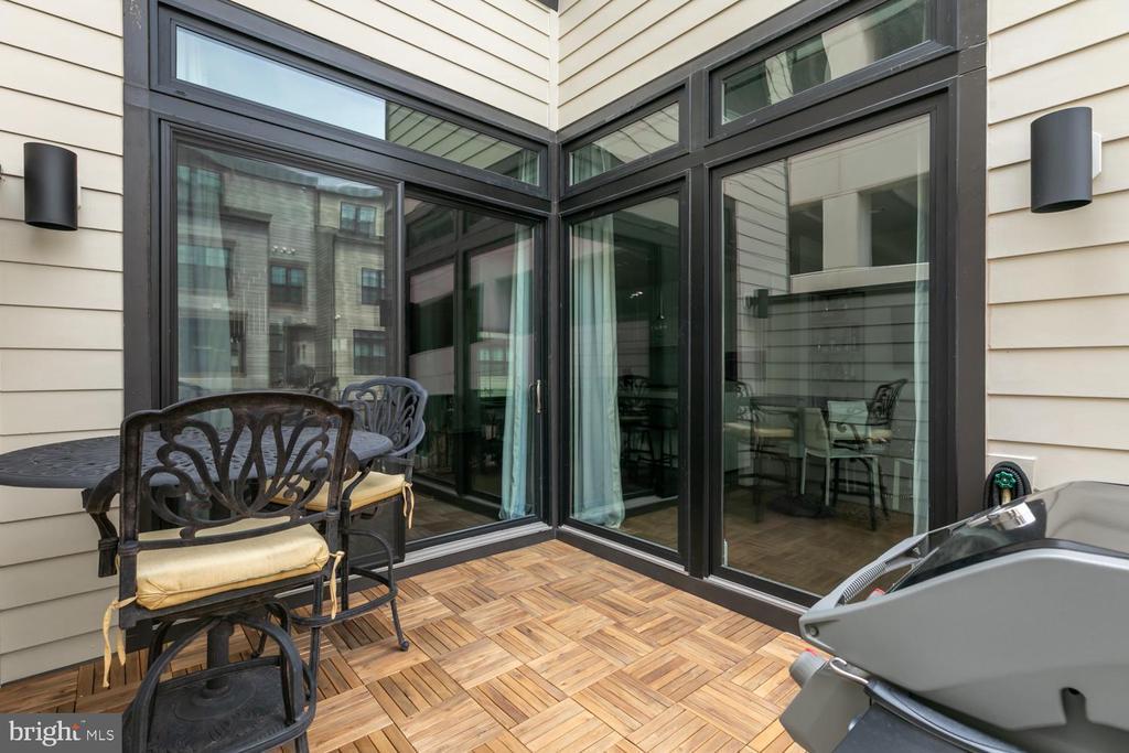 Intimate Privacy Balcony, Upper Level 1 - 44665 BRUSHTON TER, ASHBURN
