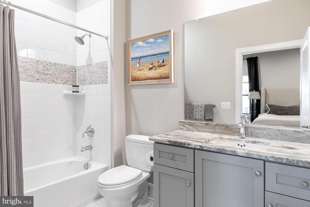 Ensuite Bath, Bedroom #2, Upper Level 2 - 44665 BRUSHTON TER, ASHBURN